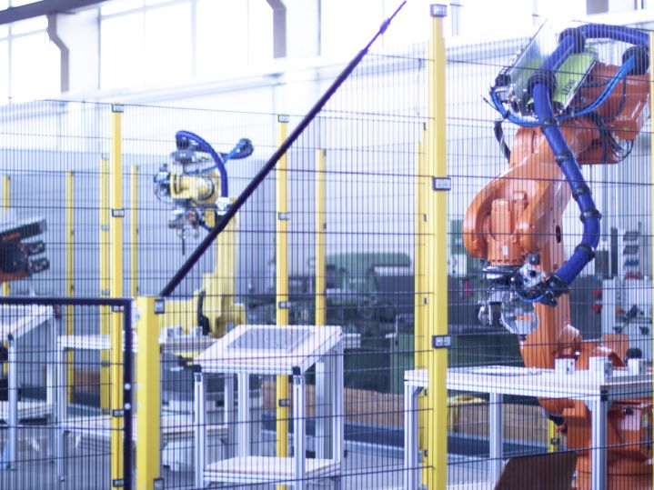 New training arrangement for robot systems